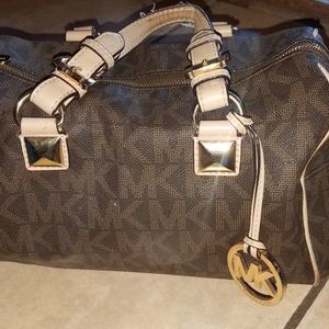 Michael Kors Signature Collection Medium Crossbody Purse for Sale in Fort Lauderdale, FL