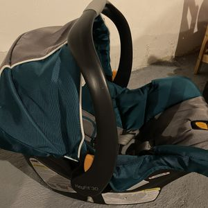 Chicco Key Fit 30 Car Seat With Base for Sale in Conshohocken, PA