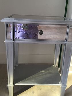 2 Beautiful Mirrored Nightstands -Excellent Condition for Sale in Los Angeles,  CA
