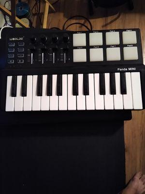World panda mini midi keyboard for Sale in Las Vegas, NV