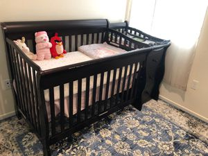 4 in 1 Convertible Crib with changer for Sale in San Diego, CA