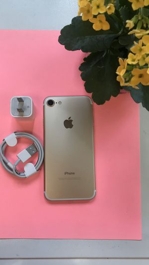 Factory Unlocked Iphone 7 32GB. Excellent Condition. for Sale in Medford, MA