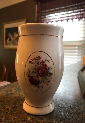 Beautiful vase for Sale in Detroit, MI