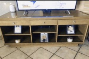"""Wooden tv stand in guc 60""""wide 24"""" deep 24"""" tall has some scratches on top part for Sale in Fontana, CA"""