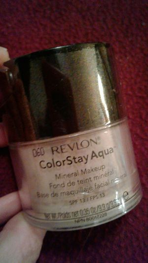 Was $12.58 now $7 Revlon ColorStay Aqua mineral makeup color medium moyen comes with brush included SPF 13 for Sale in Tampa, FL
