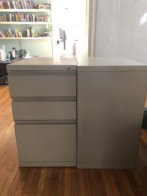 2 beige filing cabinets for Sale in Los Angeles, CA