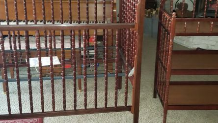 Beautiful Crib & Changing Table for Sale in Union City,  CA