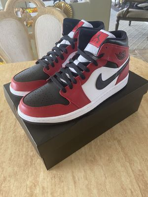 "Nike Air Jordan 1 Mid ""Chicago"" size 10.5 for Sale in Escondido, CA"