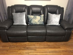 Reclining love seat & sofa for Sale in Greenville, SC
