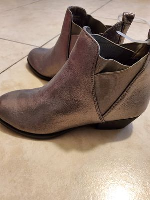Gray ankle boots for Sale in Bell Gardens, CA