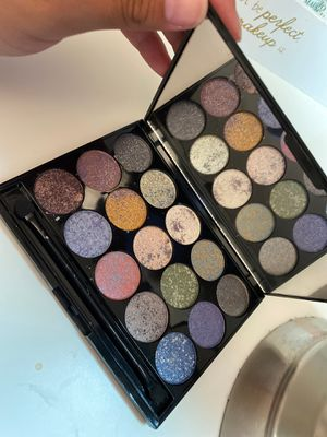 Beauty gems eyeshadow palette for Sale in Los Angeles, CA