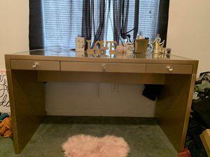 Vanity Desk (bottom) for Sale in Tulare, CA