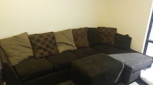 BROWN SECTIONAL COUCH WITH OTTOMAN for Sale in Phoenix, AZ