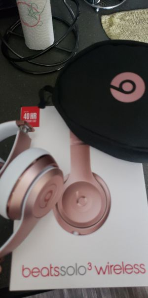 Beats Solo 3 Rose Gold for Sale in Boca Raton, FL