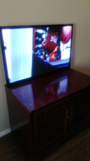 Samsung tv and tv stand for Sale in Arlington, TX