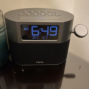 iHome Alarm Clock With Bluetooth Speaker And Apple Watch Charger for Sale in Boyds, MD