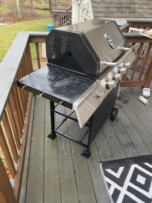GAS GRILL - FAIRLY NEW for Sale in Taunton, MA