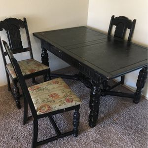 Free Dining Table And Chairs Jacobean Style for Sale in Auburn, WA