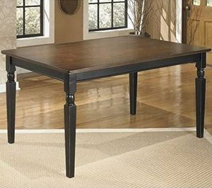 Owingsville Dinning Room Table and Chairs for Sale in Raleigh, NC