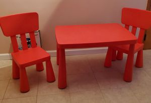 Kids Table and chairs for Sale in Staten Island, NY