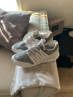 New never worn men's adidas size 9 for Sale in Delaware Bay, US