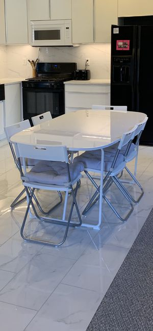 Dining Table & Chairs for Six for Sale in Las Vegas, NV