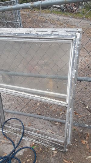 Dos ventanas gratis for Sale in Lake Wales, FL
