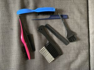 Brushes and combs $8 beauty and health kit for Sale in Orlando, FL