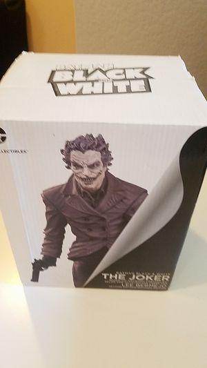 Batman black and white joker lee bermejo statue for Sale in Tustin, CA