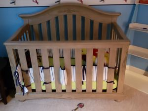 Crib and dresser- Like brand new for Sale in Fairfax, VA