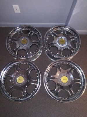 18inch Chrome Rims/ EXCELLENT CONDITION + HAS CENTER CAPS!!! for Sale in Garrison, MD