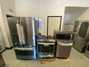BRAND NEW!!! GE kitchen set for Sale in Tampa, FL