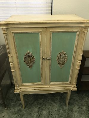 Beautiful shabby chic chest for Sale in Avon Park, FL