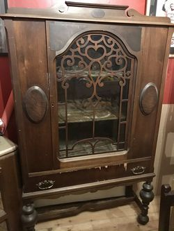Gettysburg Furniture Co. Antique China closet 1920/1930s China Hutch for Sale in Pittsburgh,  PA