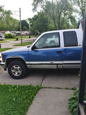1997 Chevy Silverado extended cab four-wheel drive V8 needs a trans for Sale in MI METRO, MI