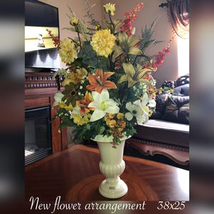 New large beautiful flower arrangement $75 firm pick up only for Sale in Laveen Village, AZ