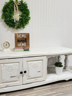 Rustic White Farmhouse Coffee Table/TV Stand (Delivery available) for Sale in Auburn,  WA