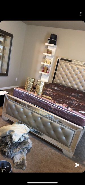 Queen bed and nightstand for Sale in Vancouver, WA