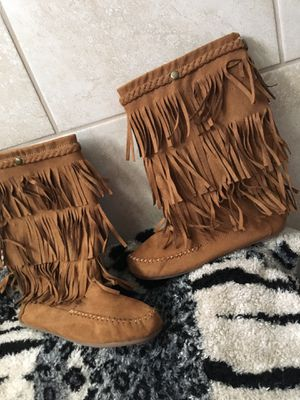 New girl boots size 2-3 for Sale in Mesquite, TX