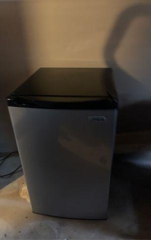 Majic Chef mini refrigerator for Sale in Charlotte, NC