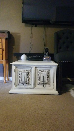 End table for Sale in Dinuba, CA
