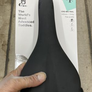 Fabric Elite Scoop Bike Saddle for Sale in Bell Canyon, CA