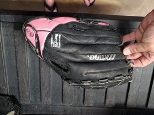 Youth baseball/softball glove for Sale in Lakeland, FL