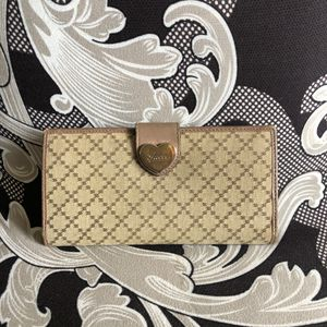 Authentic Gucci Wallet for Sale in Waterford, NJ