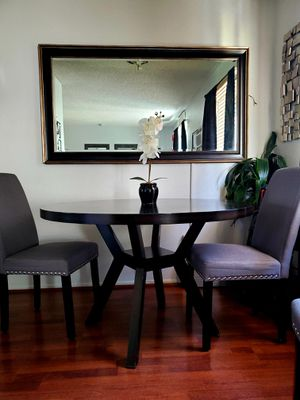Round Dining table for Sale in Fontana, CA