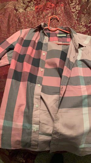 Burberry t shirt Small size for Sale in Denver, CO