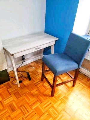 White computer desk for Sale in Bronx, NY