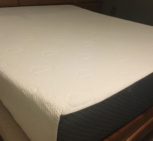 Puffy memory foam mattress (California King) for Sale in Bowie, MD
