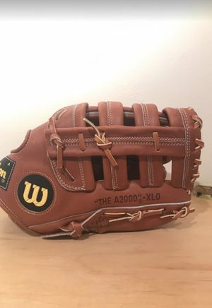 Wilson baseball glove for Sale in Lynbrook, NY
