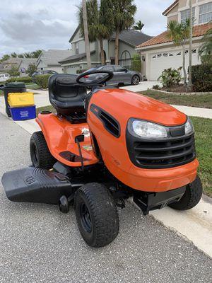 46 CUT RIDING MOWER LIKE NEW for Sale in Boynton Beach, FL